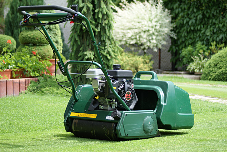 Anglický trávnik s vretenovou kosačkou Allett Kensington 17K